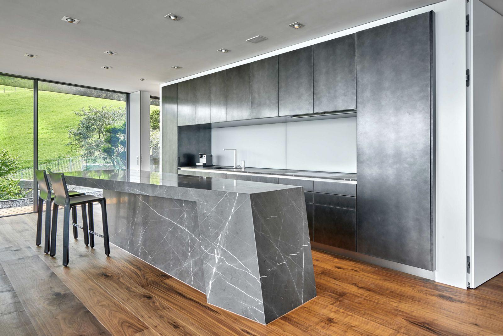 k slin innenausbau versenkbarer fernseher. Black Bedroom Furniture Sets. Home Design Ideas